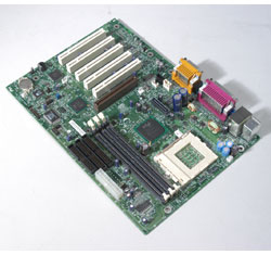 Motherboard Intel D815EEA, Socket370 (PIII & Celeron), 3xDIMM Socket (up to 512MB RAM), 5xPCI, Universal 4X AGP, Intel PRO/100 Network integrated LAN, ATX, Ultra ATA/100, AC97 audio, 4xUSB, OEM (системная плата)